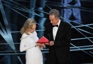 Warren Beatty and Faye Dunaway at the 2017 Oscars